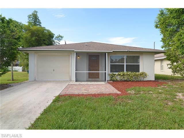 718 99th Ave N, Naples, FL 34108 (#216042468) :: Homes and Land Brokers, Inc