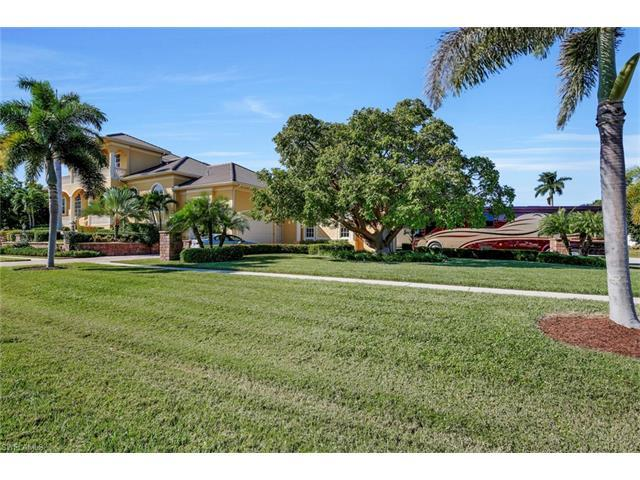 1026 Bald Eagle Dr, Marco Island, FL 34145 (MLS #216050656) :: The New Home Spot, Inc.