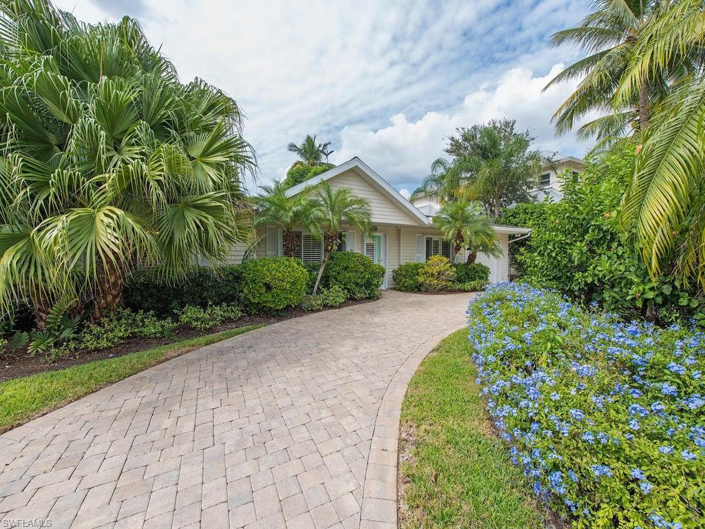 1530 Sandpiper St, Naples, FL 34102 (MLS #216064528) :: The New Home Spot, Inc.