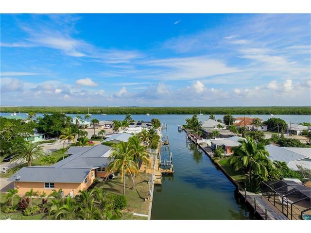 420 Madison Ct, Fort Myers Beach, FL 33931 (MLS #216077754) :: The New Home Spot, Inc.