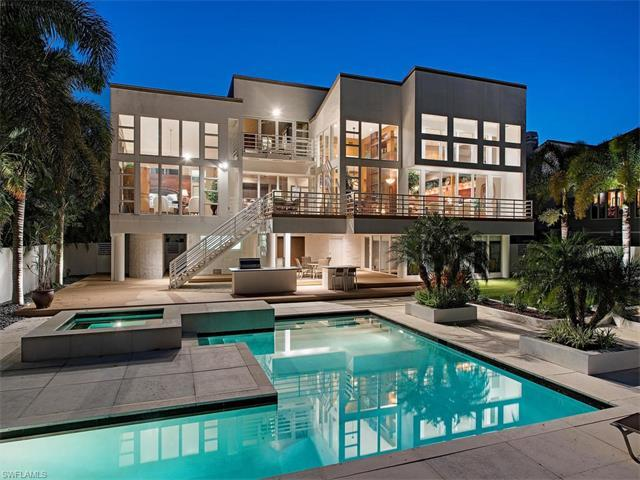 1925 Gordon Dr E, Naples, FL 34102 (#217024118) :: Naples Luxury Real Estate Group, LLC.