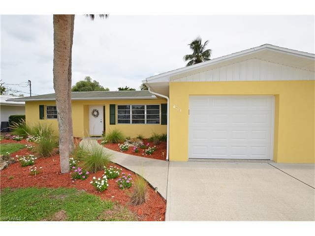 2723 Shoreview Dr, Naples, FL 34112 (#217044523) :: Homes and Land Brokers, Inc