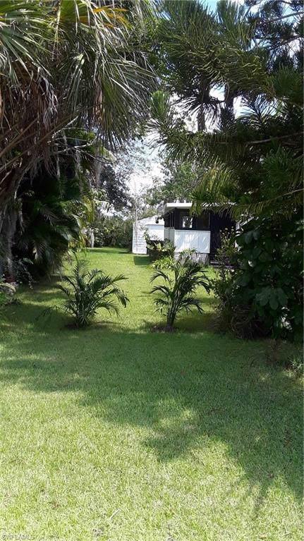 94 Isle Of Saint Thomas, Naples, FL 34114 (#219056956) :: The Dellatorè Real Estate Group
