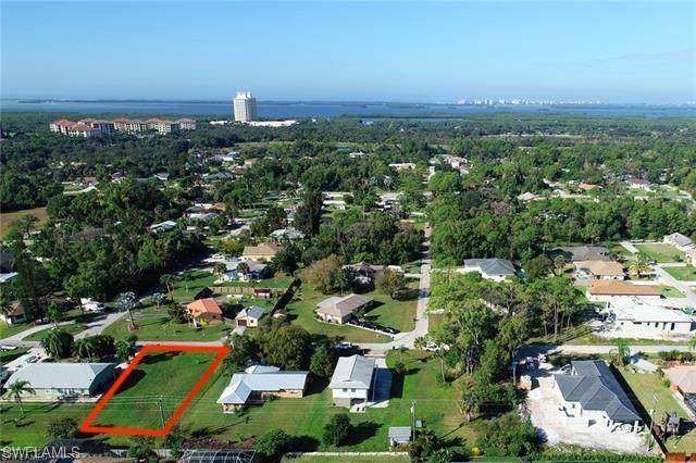 23321 El Dorado Ave, Bonita Springs, FL 34134 (#219078185) :: The Dellatorè Real Estate Group