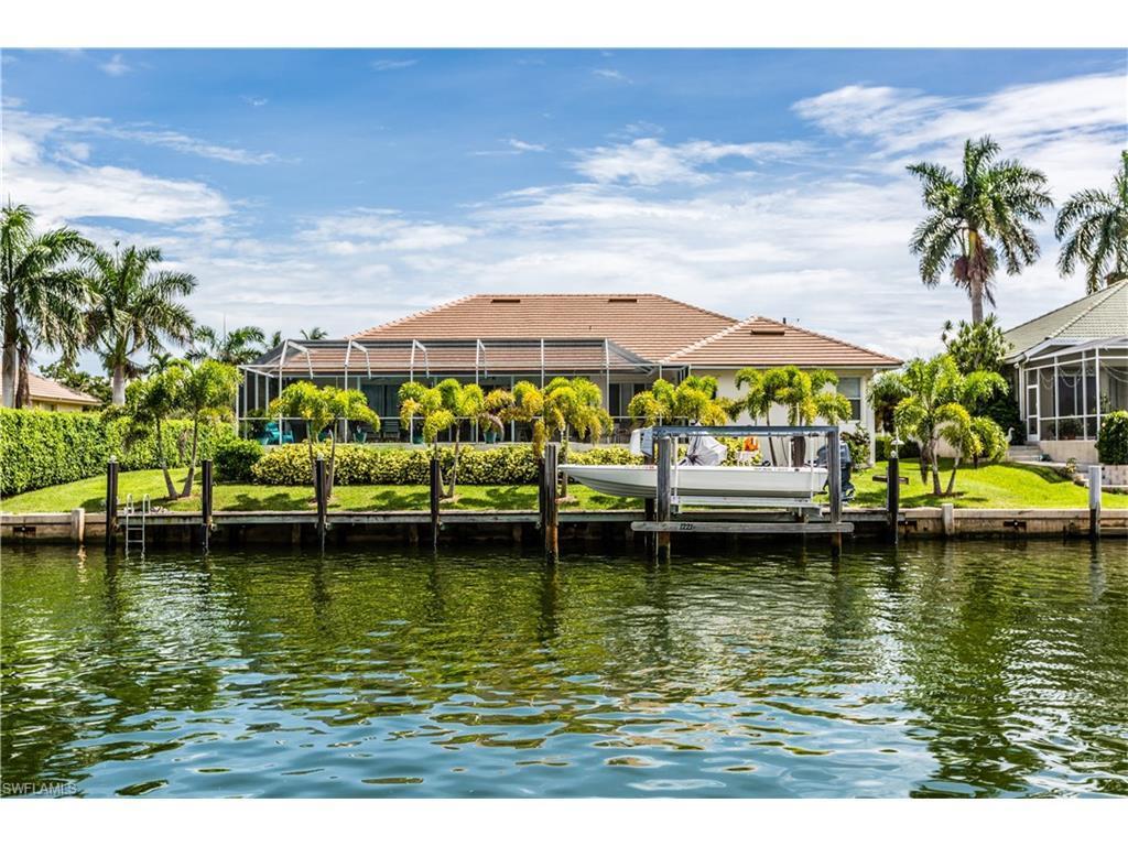 1221 Ludlam Ct, Marco Island, FL 34145 (MLS #216052032) :: The New Home Spot, Inc.