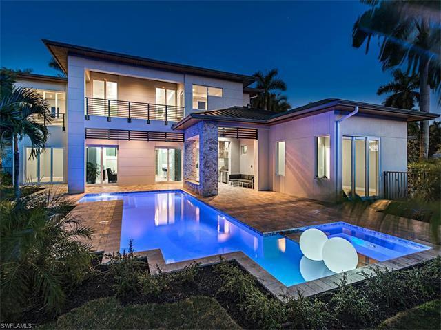 1900 Snook Dr, Naples, FL 34102 (MLS #216003301) :: The New Home Spot, Inc.