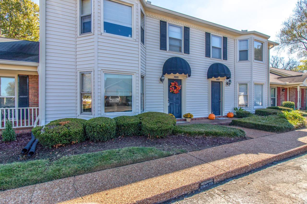 2104 River Chase Dr - Photo 1