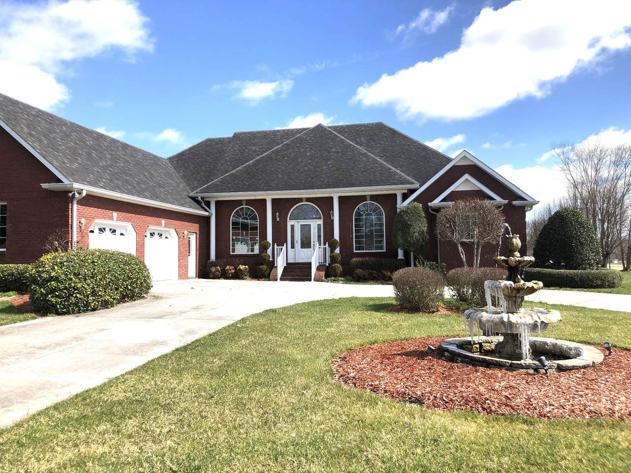 300 Willow Brook Dr - Photo 1