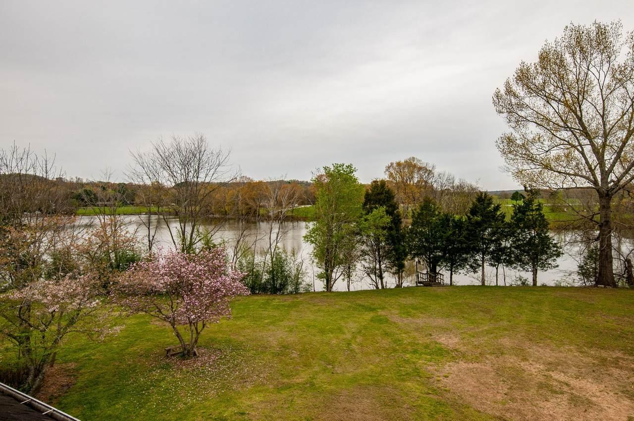 1014 Lakeview Cir - Photo 1