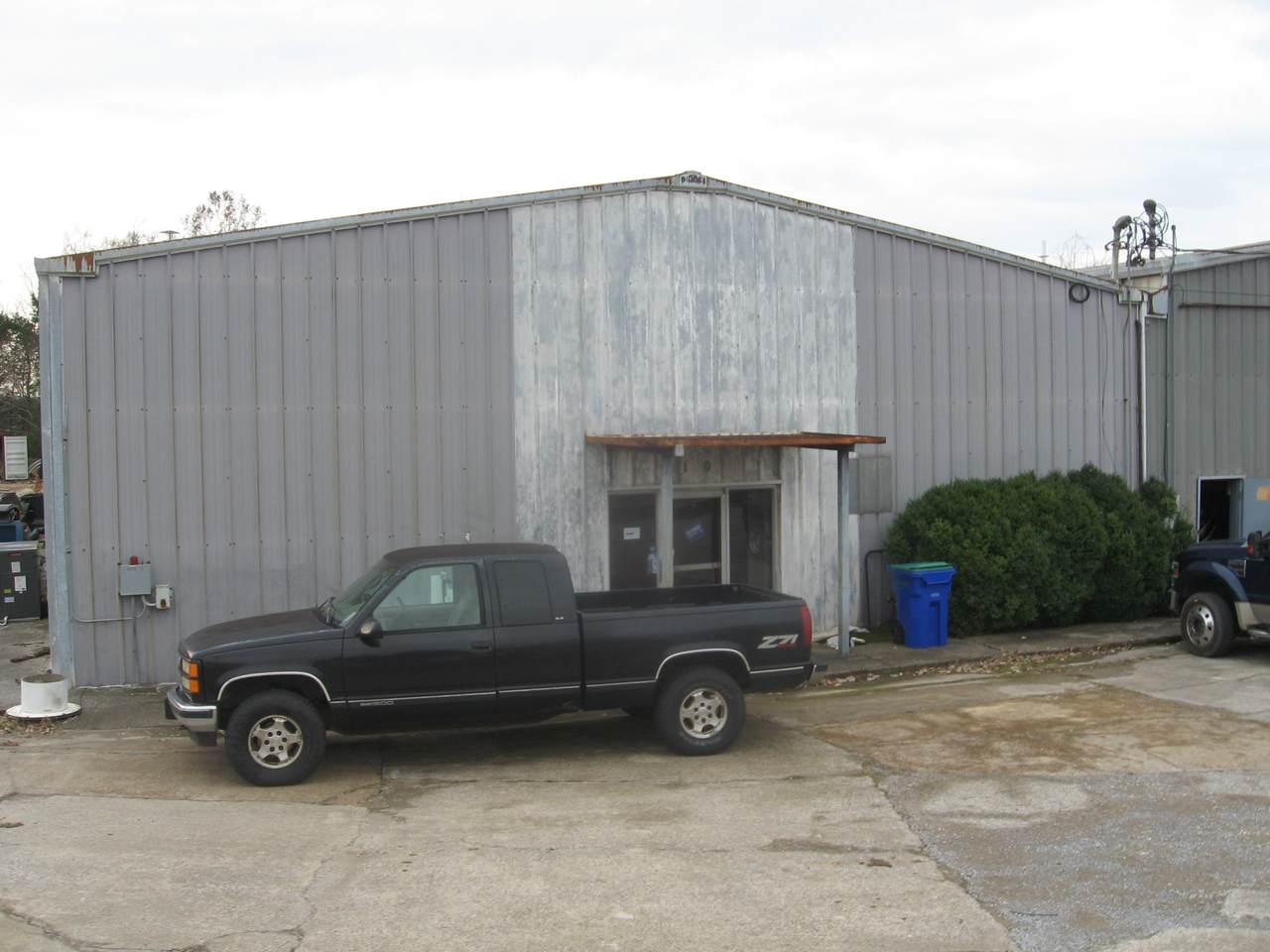 210 Industrial Dr - Photo 1