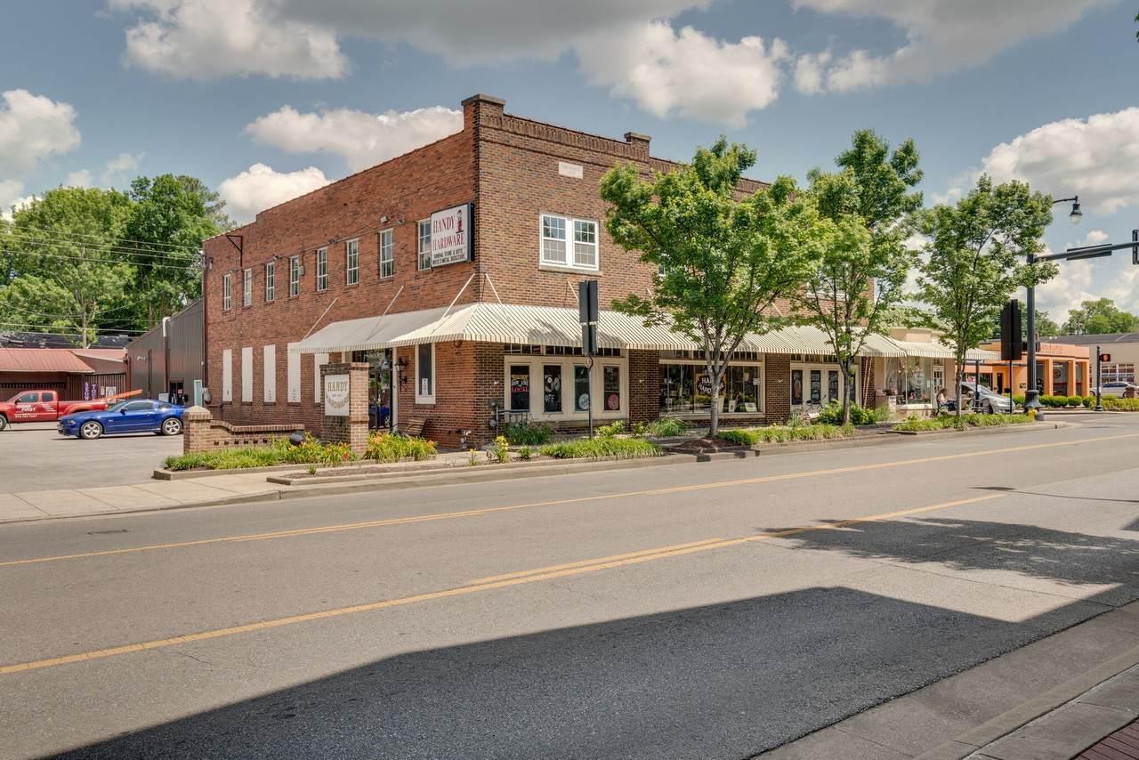 735 Columbia Ave - Photo 1