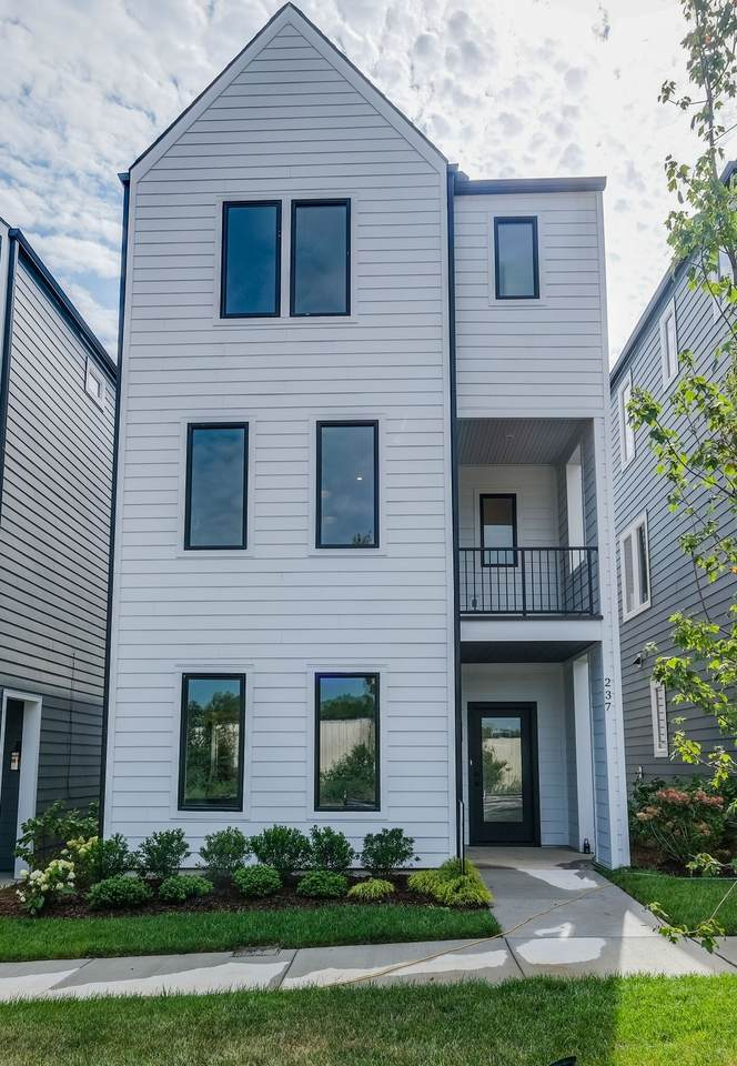 231 Sterling Point Circle - Photo 1