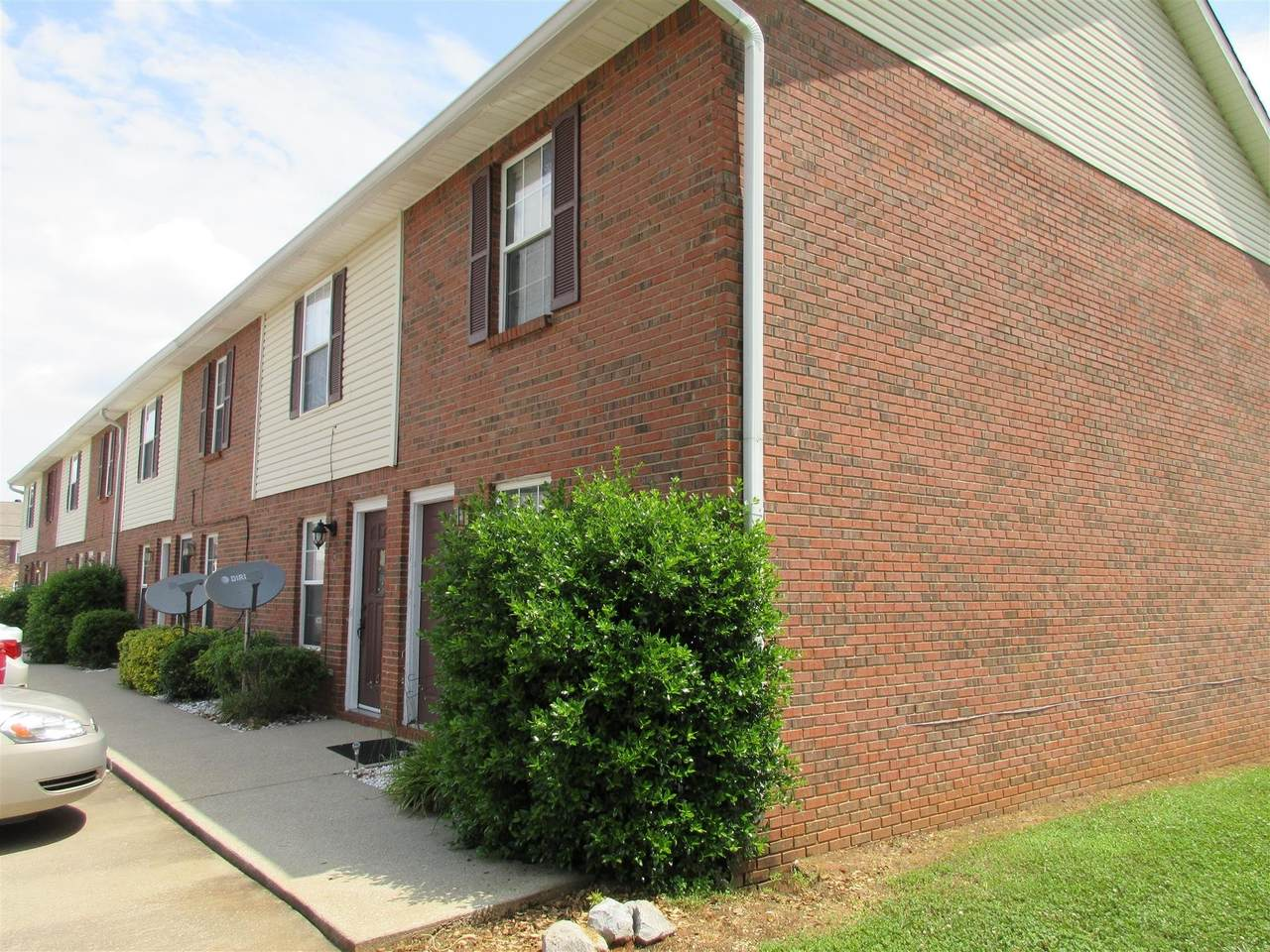 284 Raleigh Dr  Unit G - Photo 1