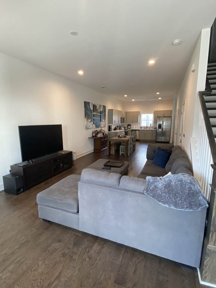 1633 54th Ave - Photo 1