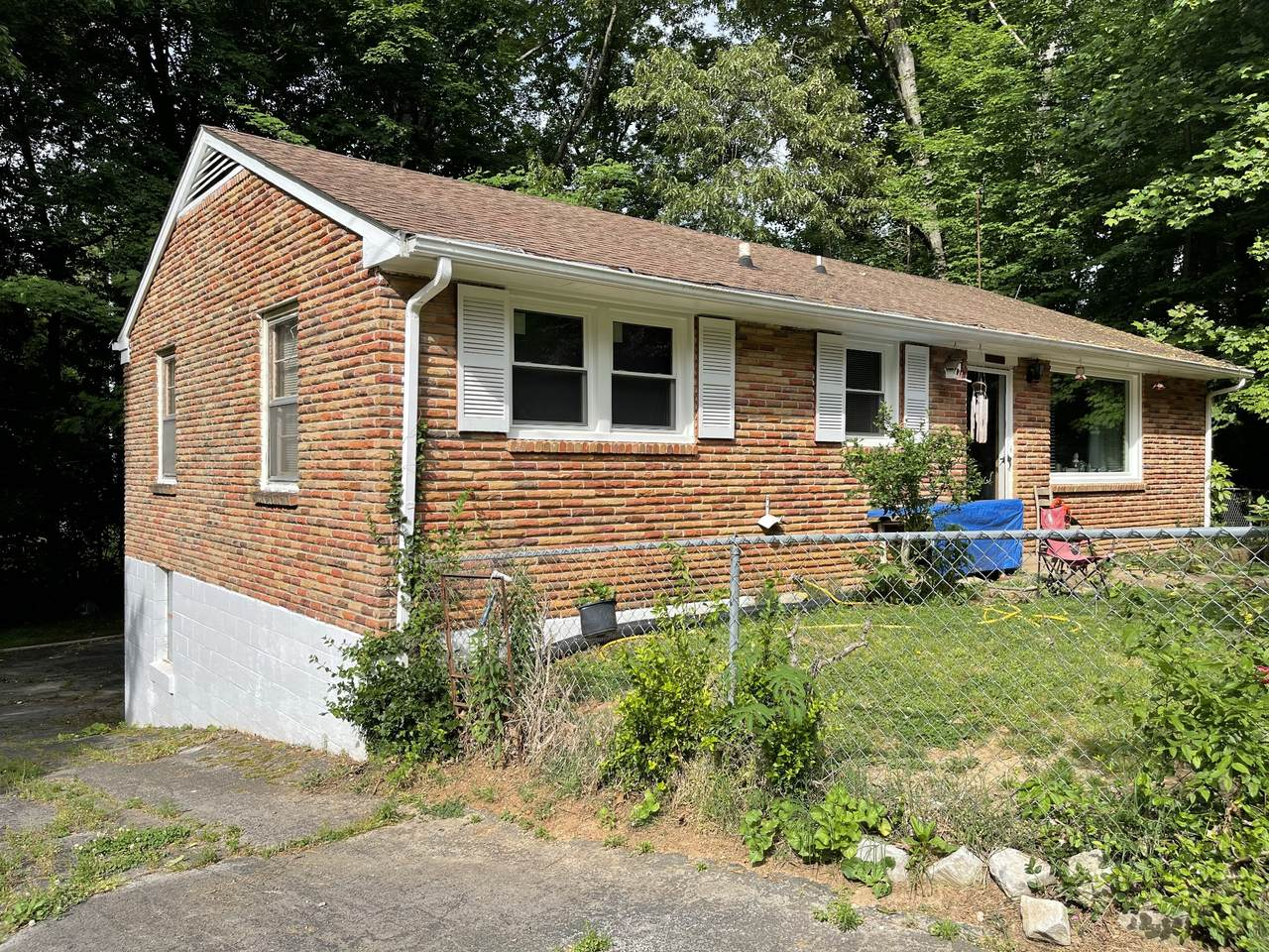 1024 Colonial Ct - Photo 1