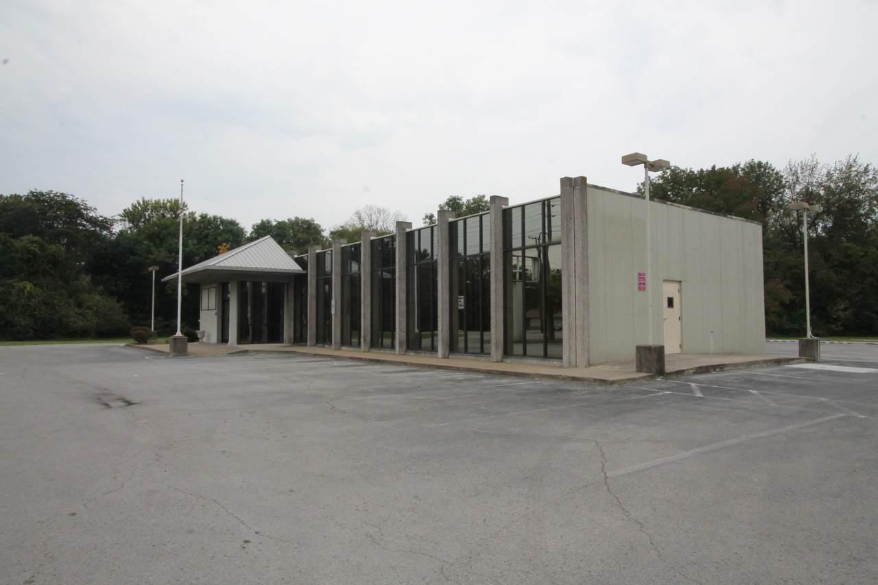 495 North Drive - Photo 1