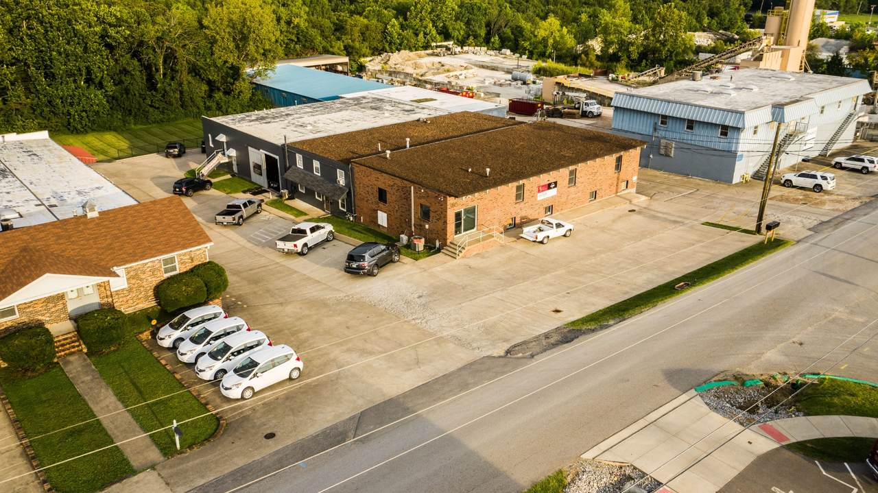 385 Industrial Dr - Photo 1
