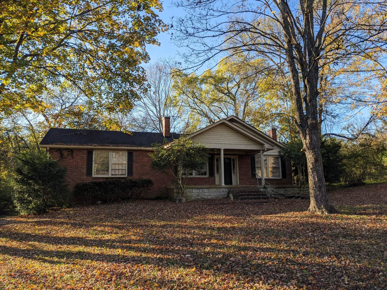 805 S Dickerson Rd - Photo 1