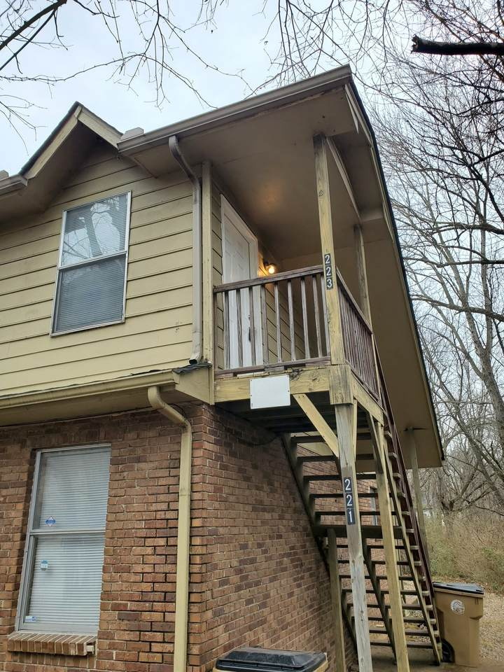 223 E Webster Ave - Photo 1