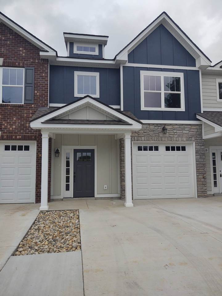 805 Coles Ferry Pike - Photo 1