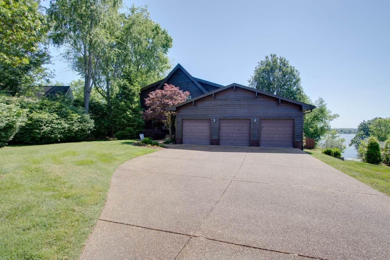335 Lakeview Circle - Photo 1