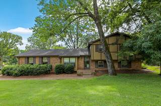 MLS# 2289208 - 800 Creek Valley Ct in Rolling River Estates in Nashville Tennessee 37221