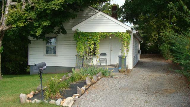 327 S 11Th St, Clarksville, TN 37040 (MLS #1861803) :: CityLiving Group