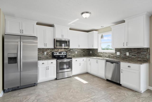 1204 Gentry Drive, Clarksville, TN 37043 (MLS #1897421) :: DeSelms Real Estate