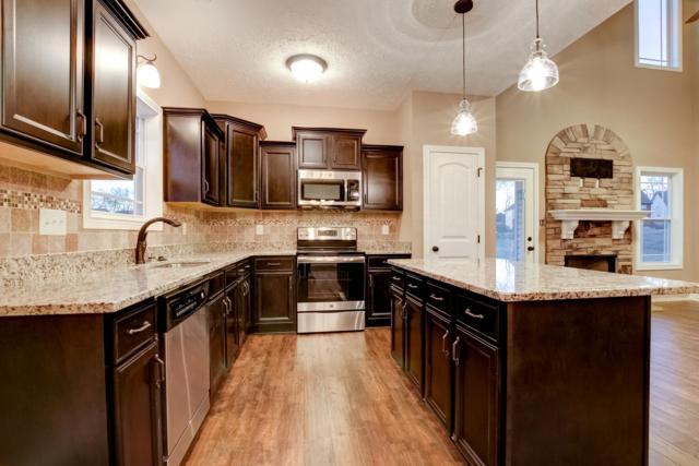 77 Locust Run, Clarksville, TN 37043 (MLS #1900892) :: DeSelms Real Estate