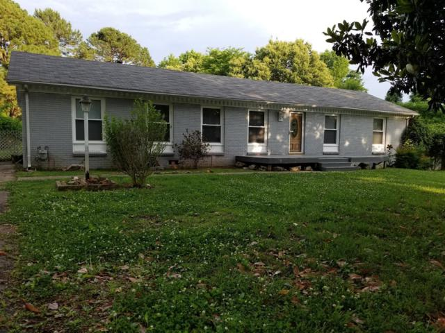 208 Lady Marion Dr, Clarksville, TN 37042 (MLS #1934465) :: REMAX Elite