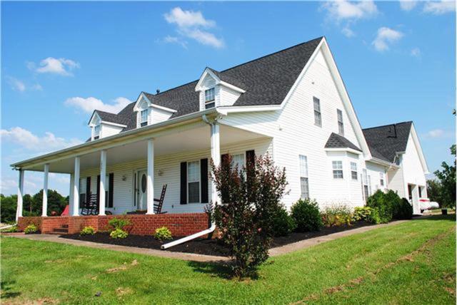 1038 Old Hopewell Rd, Castalian Springs, TN 37031 (MLS #2042904) :: Five Doors Network