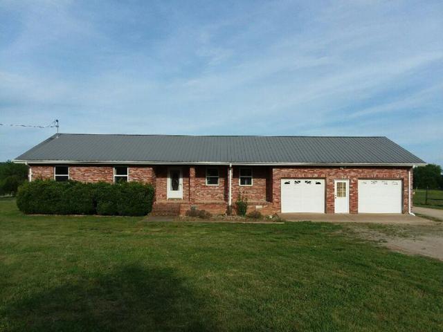 1135 Glenn Hinson Rd, Centerville, TN 37033 (MLS #RTC2047312) :: Village Real Estate