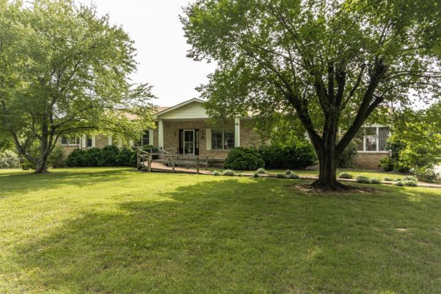 1860 Lynn Cir, Greenbrier, TN 37073 (MLS #RTC2050601) :: Village Real Estate