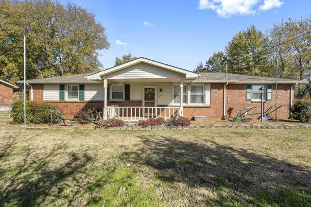 2107 Old Greenbrier Pike, Greenbrier, TN 37073 (MLS #RTC2098301) :: REMAX Elite