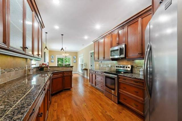 215 Bedrock Dr, White House, TN 37188 (MLS #RTC2099458) :: Village Real Estate