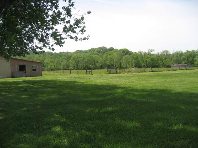 2 Thompsons Sta Rd W, Thompsons Station, TN 37179 (MLS #RTC2115074) :: Ashley Claire Real Estate - Benchmark Realty