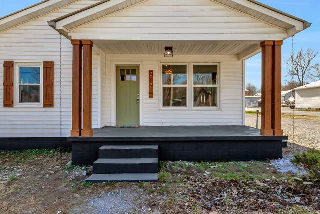217 Adams St, Smithville, TN 37166 (MLS #RTC2122292) :: DeSelms Real Estate