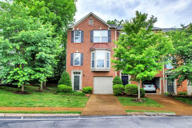 690 Huffine Manor Cir, Franklin, TN 37067 (MLS #RTC2152438) :: The Easling Team at Keller Williams Realty