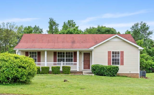 2876 Chinquapin Ln, Clarksville, TN 37043 (MLS #RTC2154951) :: FYKES Realty Group