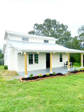 636 Walker Rd, Dickson, TN 37055 (MLS #RTC2173916) :: Village Real Estate