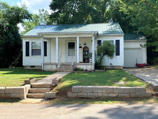 302 E Cedar St, Dickson, TN 37055 (MLS #RTC2175690) :: CityLiving Group