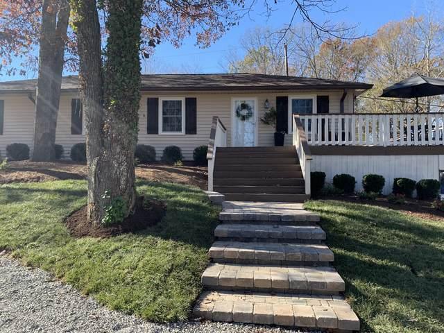 302 Mockingbird Ln, Dickson, TN 37055 (MLS #RTC2207632) :: Village Real Estate