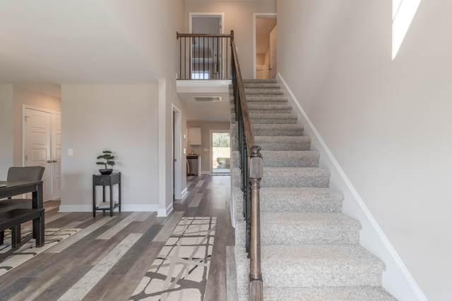 72 Eagles Bluff, Clarksville, TN 37040 (MLS #RTC2212567) :: Kimberly Harris Homes