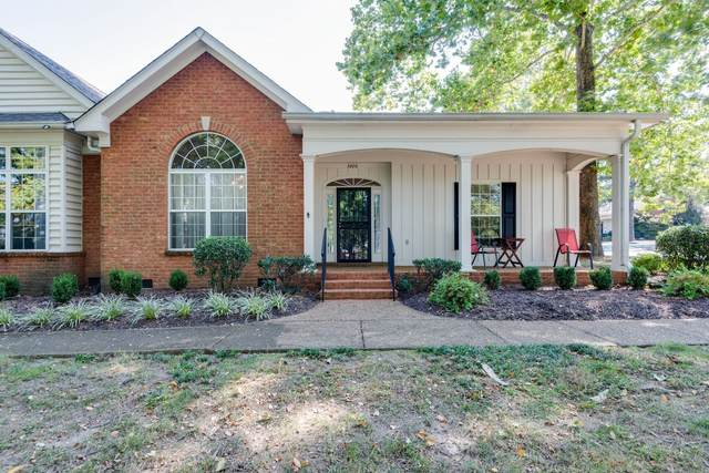 5600 Oakes Dr, Brentwood, TN 37027 (MLS #RTC2220901) :: Michelle Strong