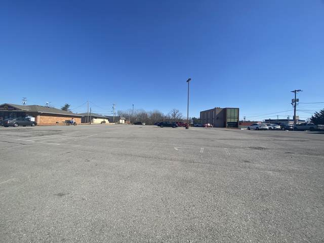 1724 Memorial Dr, Clarksville, TN 37043 (MLS #RTC2234018) :: DeSelms Real Estate
