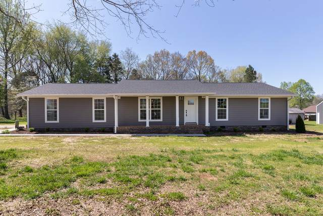 2665 Clanton Rd, Lawrenceburg, TN 38464 (MLS #RTC2243582) :: FYKES Realty Group