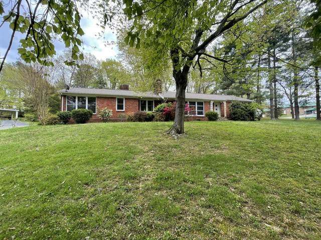 106 W Lake Dr, Dickson, TN 37055 (MLS #RTC2245824) :: The Helton Real Estate Group