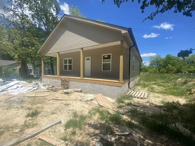 220 Dearman St, Smithville, TN 37166 (MLS #RTC2254283) :: Randi Wilson with Clarksville.com Realty