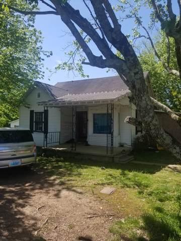 302 Walton Ave, Lafayette, TN 37083 (MLS #RTC2255469) :: Exit Realty Music City