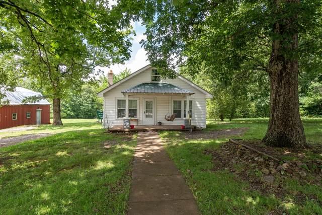 828 Pond Rd, Dickson, TN 37055 (MLS #RTC2261209) :: Village Real Estate
